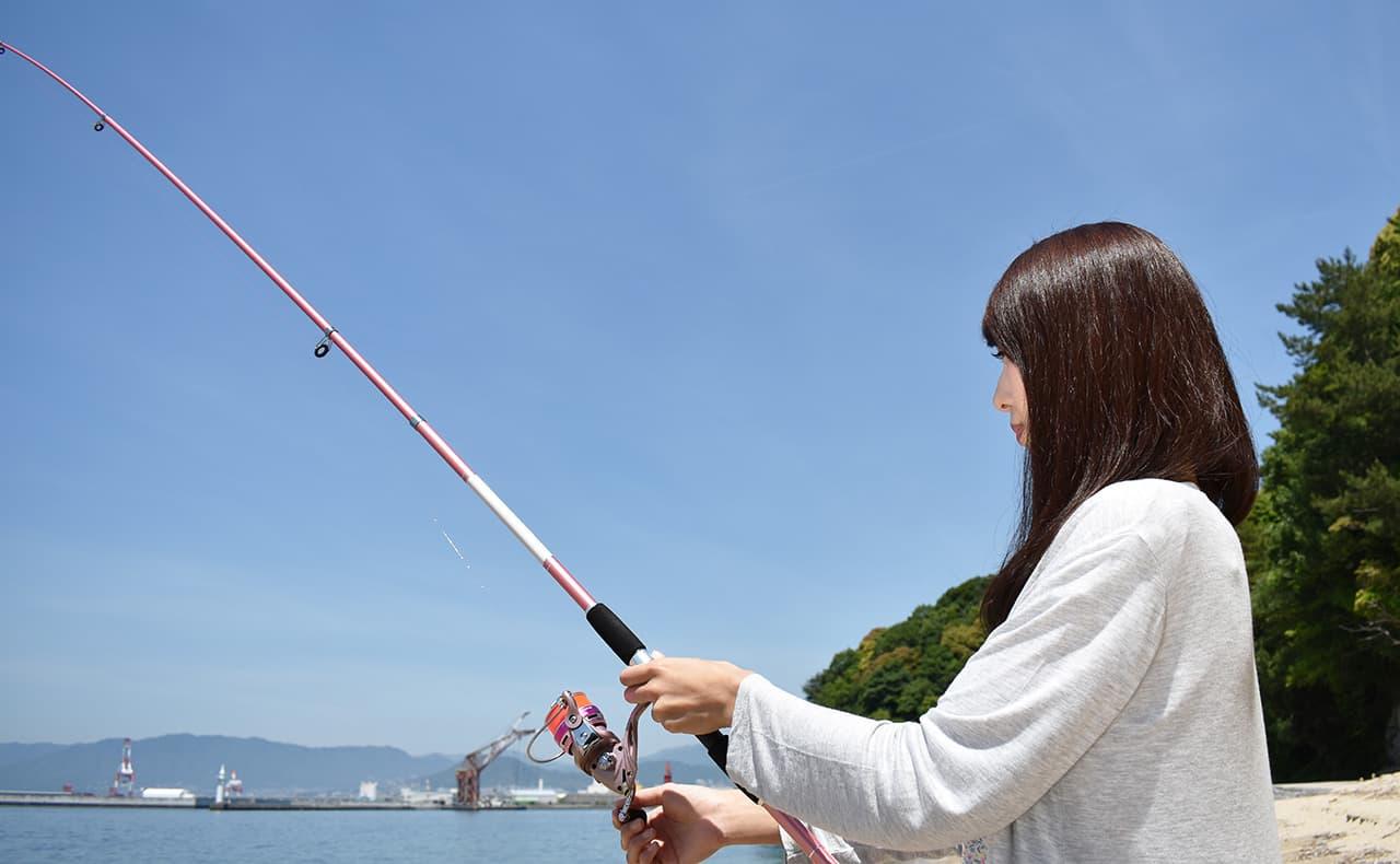 女性、釣り姿